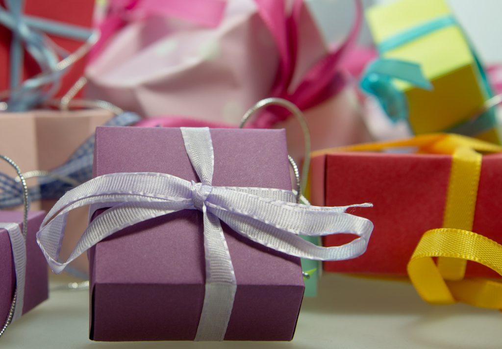 Un cadeau insolite, un présent original : toutes les idées farfelues qui plairont à vos proches